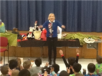 JQA Families Entertained by Seuss Storyteller for READ 2